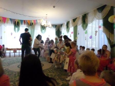 Волонтери вітають дітей-сиріт з Днем захисту дітей
